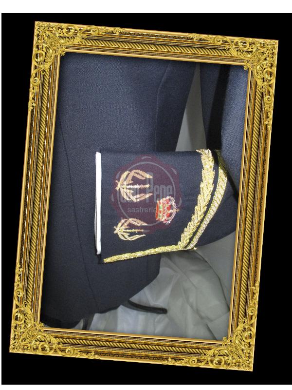Uniforme con detalle bocamanga bordado a mano